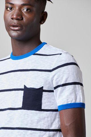 t-shirt bianca rigata blu maglina e taschino Angelico