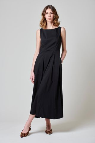 vestito nero sbracciato lungo svasato Angelico